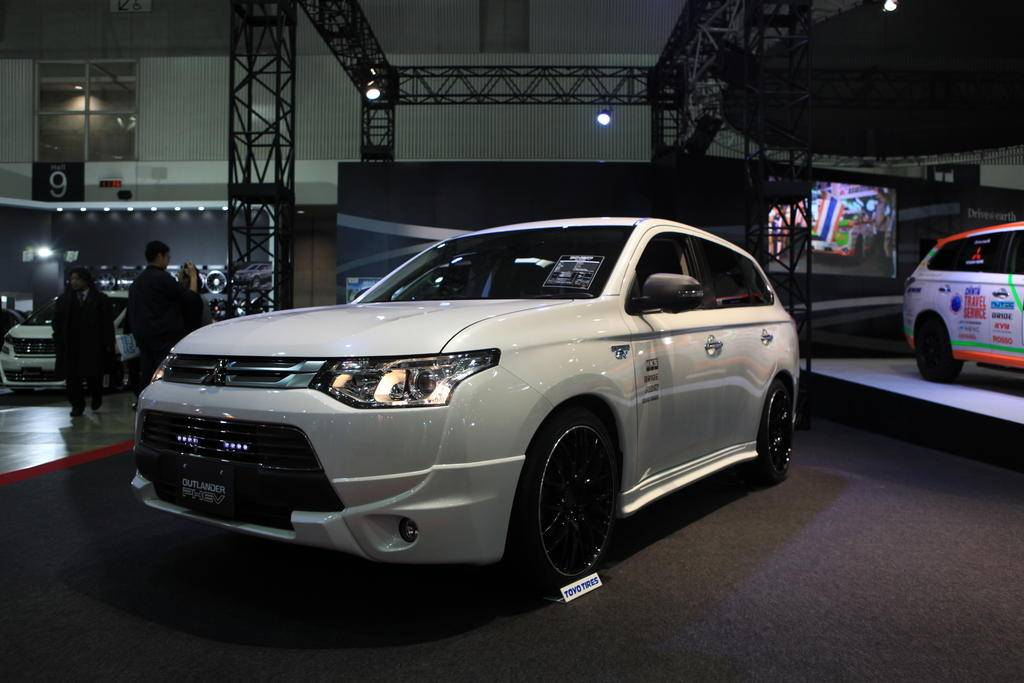 Кроссовер Mitsubishi Outlander PHEV City Cruiser покоряет Америку